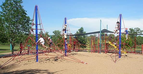 playgroundequipment_structures_netclimbers_trident+